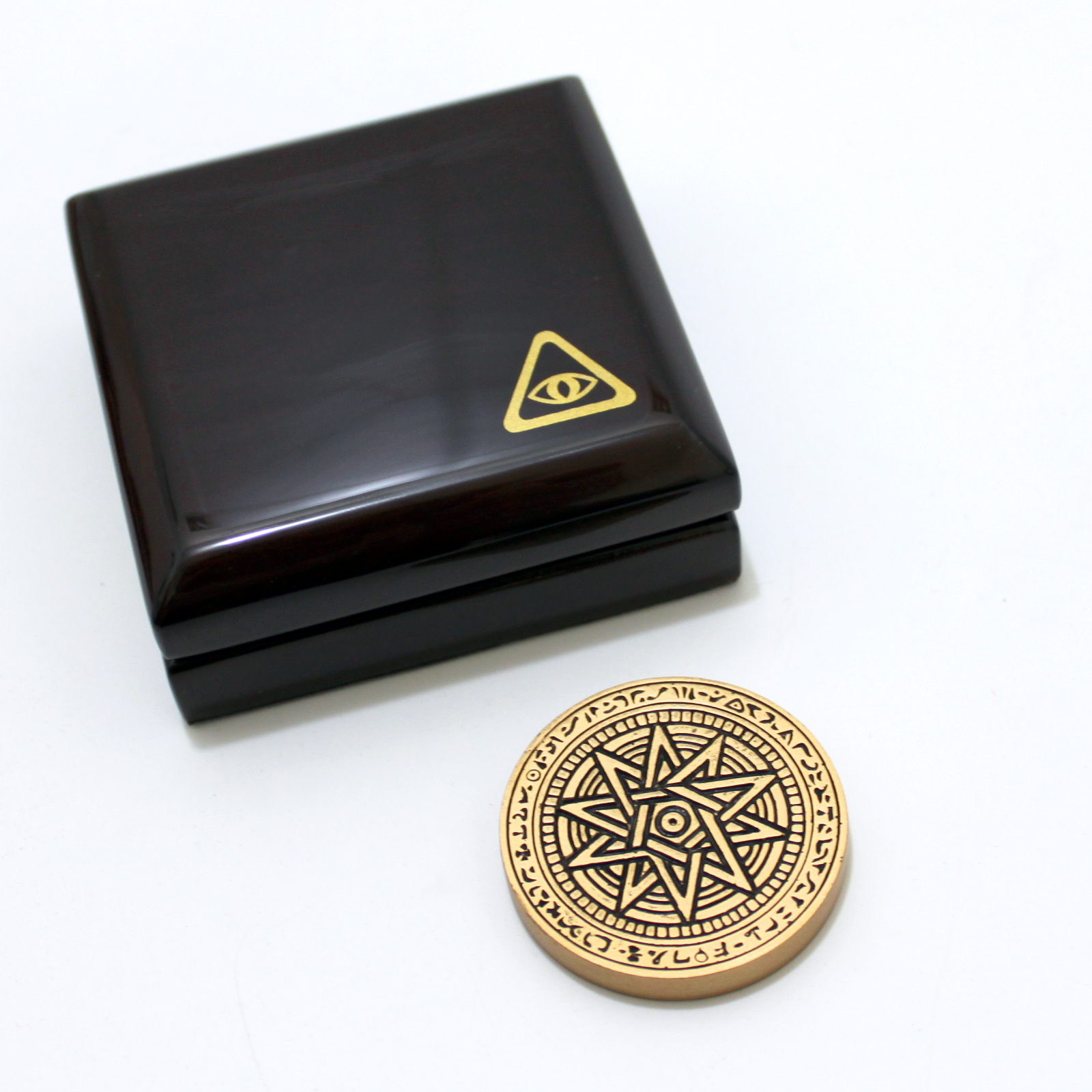 Bermuda Medallion by Magic Wagon, Tony Curtis