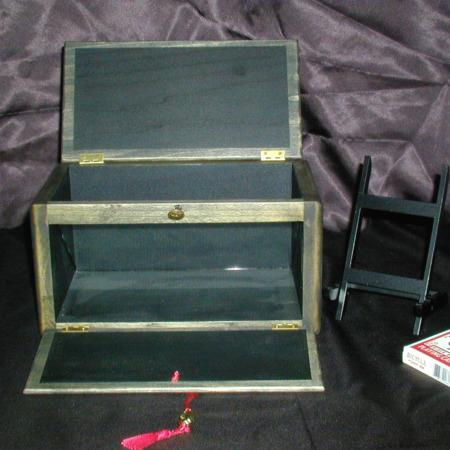 Boxed Queen Mystery by Arlen Studio